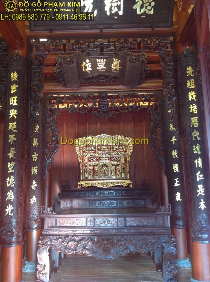 Lựa chọn, bày trí hoành phi câu đối bàn thờ gia tiênthế nào?